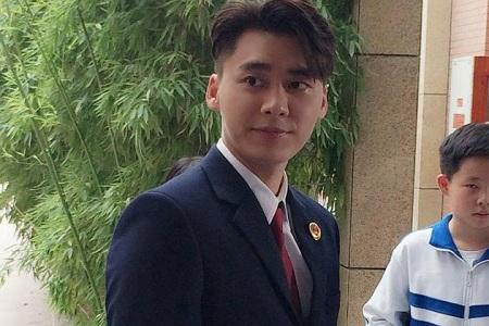 李易峰检察官造型曝光 一身正气简直是行走的衣架