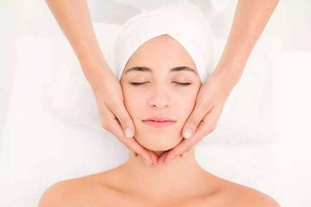 女性快速瘦脸小窍门,每天按几分钟脸部按摩操