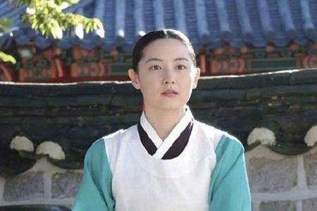 48岁李英爱秒杀同台郑秀晶,冻龄女神大长今皮肤白里透红