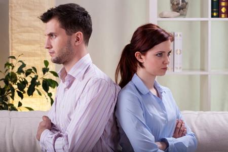 老公出轨傻女人的做法,这三件事男人出轨老婆最傻最笨的做法