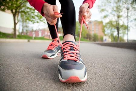 走路减肥还是跑步减肥效果好,这3个走路减肥小技巧边走边瘦