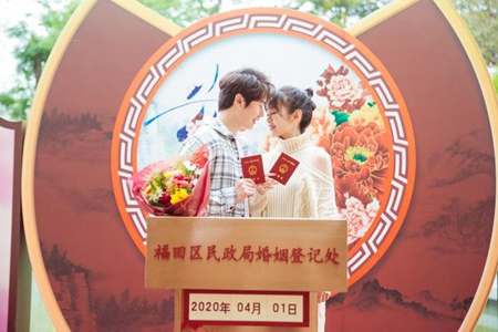 李嘉铭刘泳希领证,《婚前21天》刘泳希李嘉铭愚人节领证