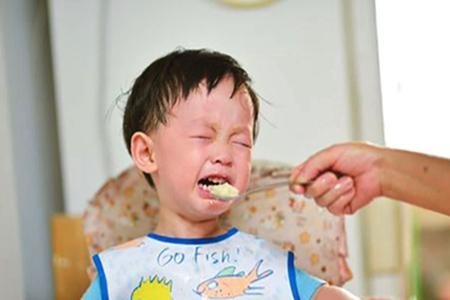 父母忧心孩子有厌食症怎么办?这三件事情引发孩子不吃饭的习惯
