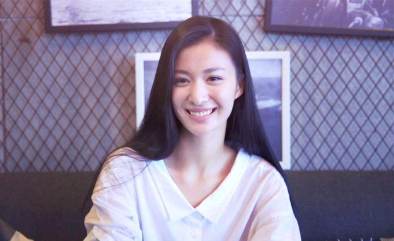 张妼晗变身时尚女郎,《清平乐》中的她竟如此美丽,难怪官家喜欢