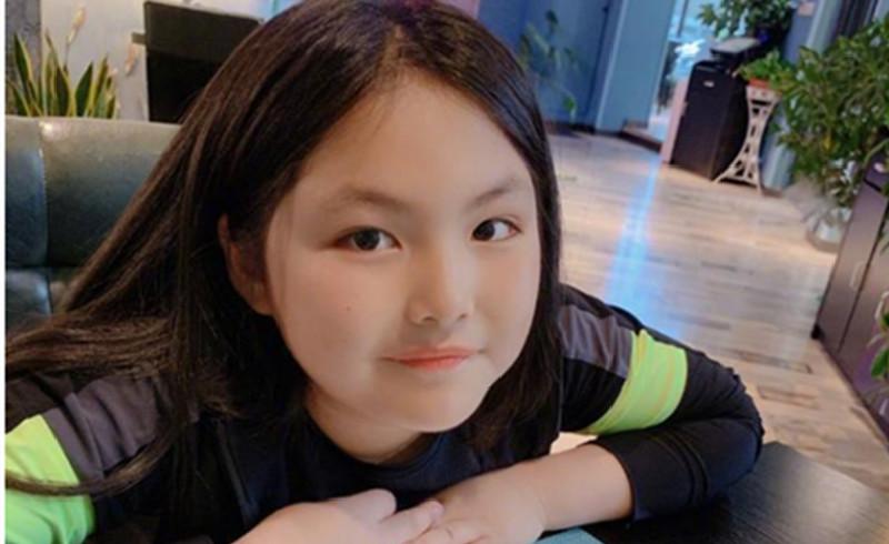 李湘被指频繁炫富后,晒出女儿低调近照,依然遮掩不住昂贵的首饰