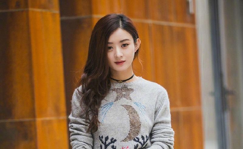 网友偶遇黄晓明赵丽颖,发放门票太暖心,产后的她气质截然不同