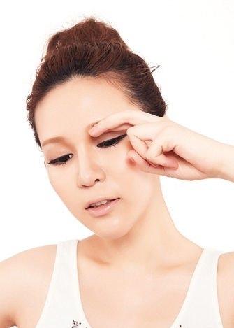 怎么样能去除眼部皱纹 眼角皱纹怎么去除小窍门