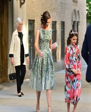 汤姆克鲁斯前妻带着女儿出席晚会被记者拍到 小苏瑞遗传了父亲的良好基因