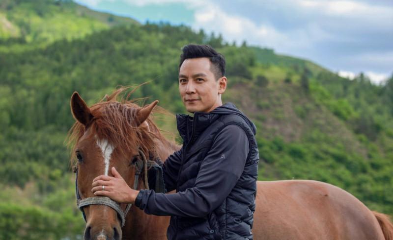 吴彦祖与网友分享与妻子婚礼的照片,相伴十八年始终恩爱如初
