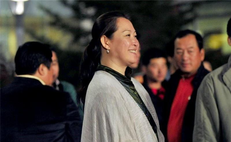 葛淑珍是赵本山的第一任妻子,平凡的女人对待生活只剩坚强
