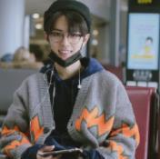肖战日系穿搭现身机场,温暖治愈,行走的衣架子就是他