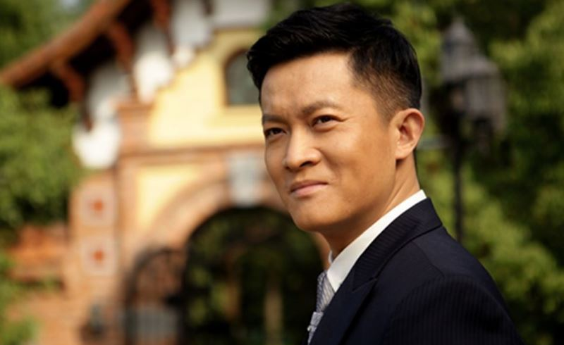 杨志刚拍戏带上老婆的原因令人心酸,受伤后难以记住台词
