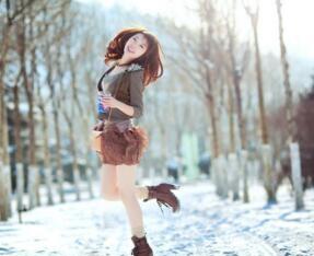 女子寒冬穿裙赴约,不合时宜的爱美终酿苦果