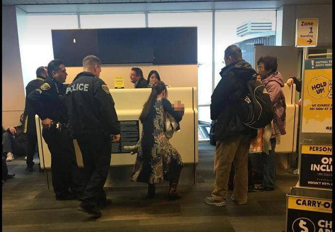 华裔钢琴家一家在美被赶下飞机,航空公司与钢琴家各执一词