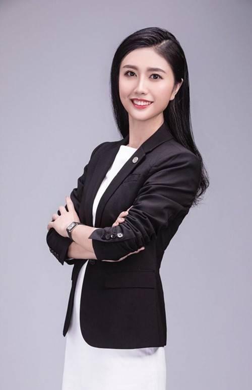 炫富女律师张晴被查 涉嫌虚假宣传引发关注