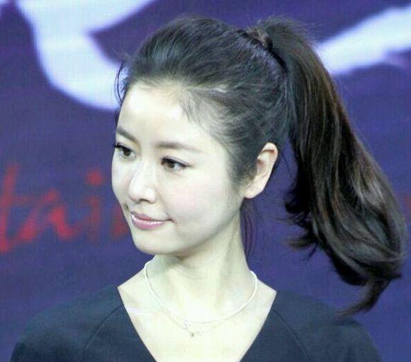 瘦脸发型扎法 圆脸女生怎么扎头发好看(2)