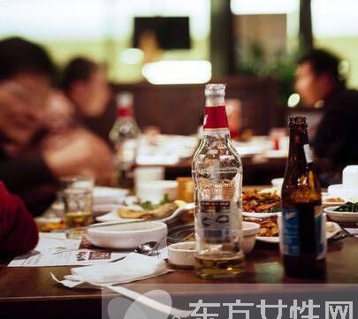 酒桌礼仪的常识有哪些 酒量不行的9个技巧