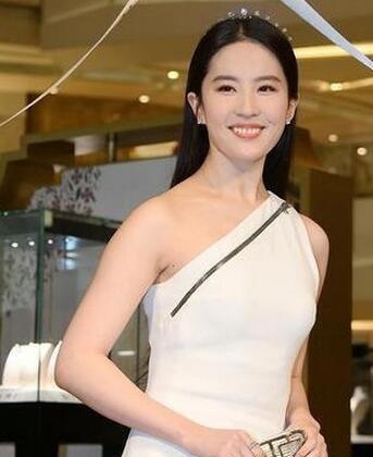 刘亦菲北京电影节红毯照 破怀孕传闻