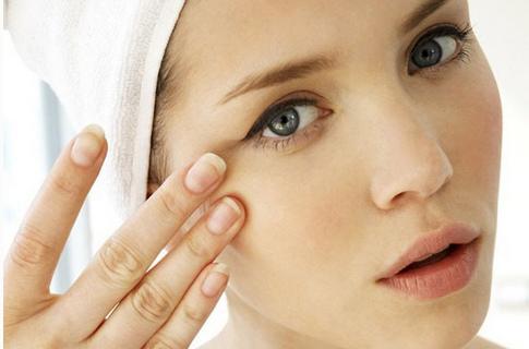 怎样防止眼部皱纹 四种去除眼部皱纹的小窍门一定能帮到你