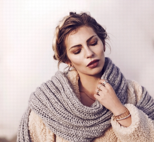 千鸟格围巾才是不可错过的冬日重点单品 教你打造不一样的你