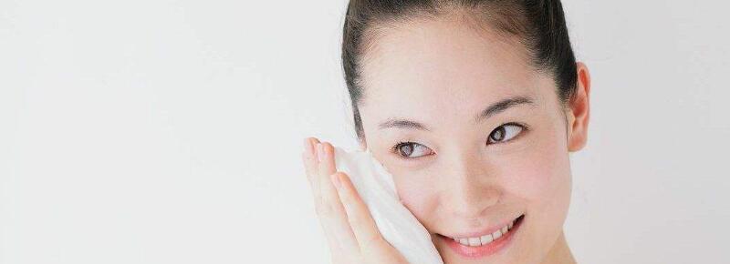 怎样正确使用卸妆水