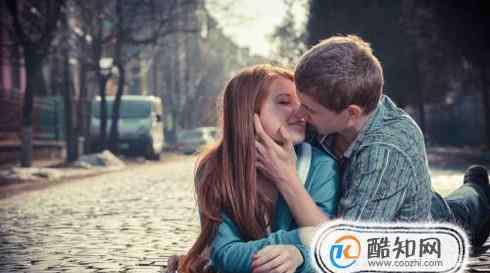 男生让你摸他下面什么意思 接吻过程中男生摸你不同的地方代表不同的含义