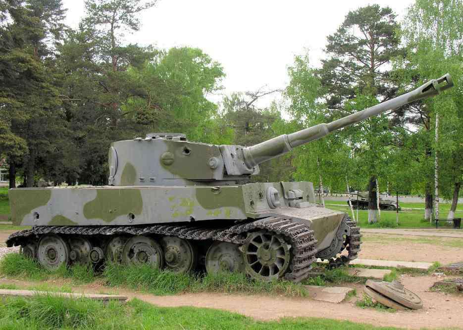 没牙的老虎 唯一能开动的虎式坦克,当年被丘吉尔坦克两炮炸瘫,英国国王、首相赶来参观