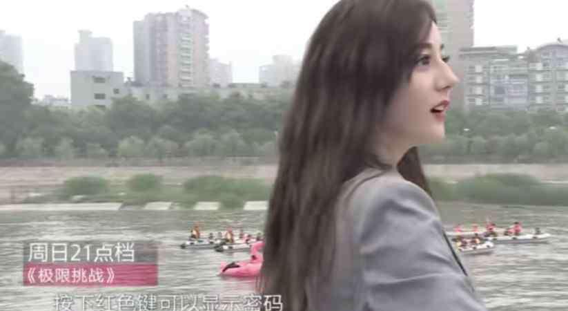 斜刘海适合什么脸型 都说长脸不适合斜刘海,看到迪丽热巴剪完的效果,网友沉默了!
