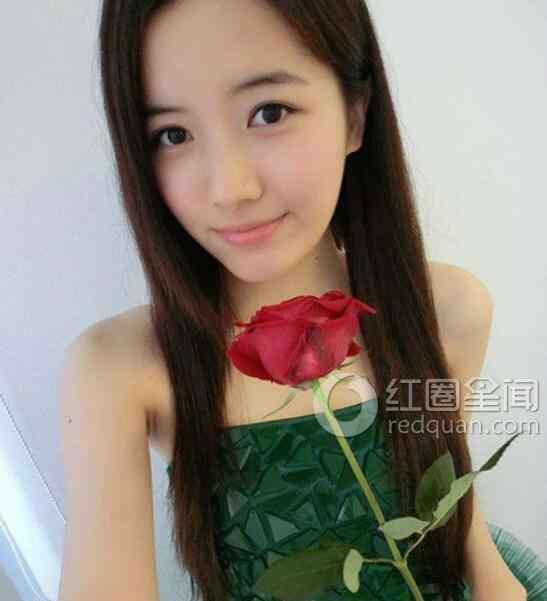 冯丽丽 冯丽丽男朋友是谁 冯丽丽的胸多大