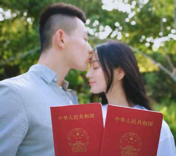 张馨予结婚照 张馨予结婚是真的吗 微博晒出结婚证对象果然是何捷
