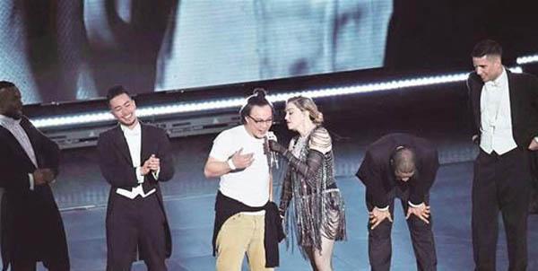 麦当娜道歉陈奕迅是怎么回事 惊世组合同台引热议