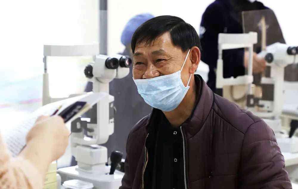 """眼睛胬肉怎么治疗 10余年胬肉又复发?这个方法让老人眼睛重返""""睛""""致"""