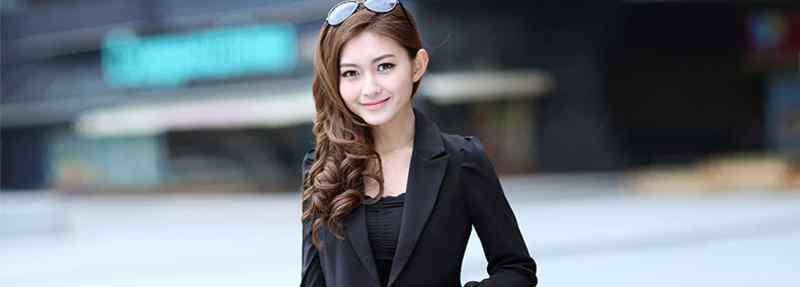 黑色小西装怎么搭配 黑色的小西装内搭怎么搭配