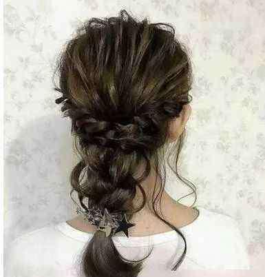 扎发型视频 11款饱满慵懒灯笼辫发型怎么扎都超出色!