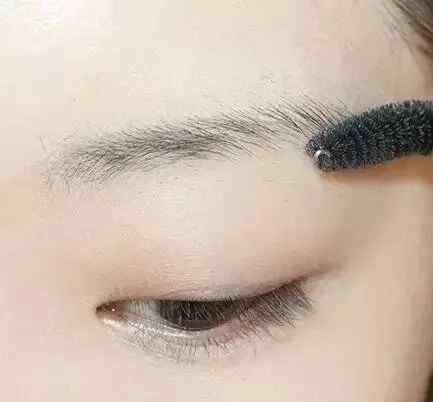 单眼皮女生化妆 单眼皮女生化妆教程