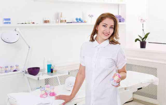"""美容师工资一般多少 美容院里的美容师一个月工资有多少?揭开真实工资,让你""""意想不到""""啊!"""