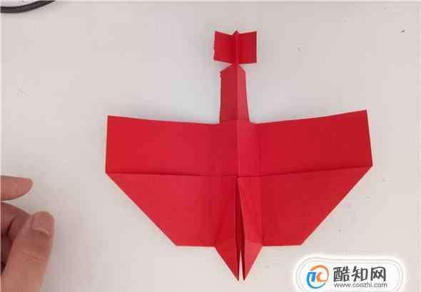 折纸飞机飞得远 怎样折纸飞机飞得最远?