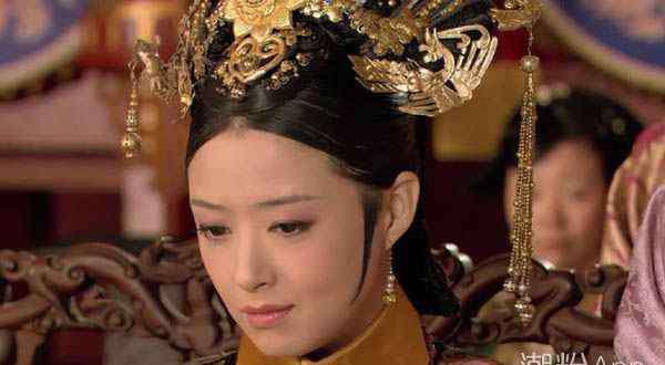 华妃 华妃皇贵妃的衣服是真的送错了吗 皇上的反应在暗示什么