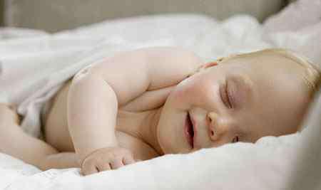 婴儿睡觉时打呼噜 宝宝打呼噜的常见4大原因
