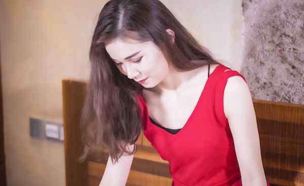 掉头发缺什么 女生掉头发是缺少什么 可能是缺少了这几种营养