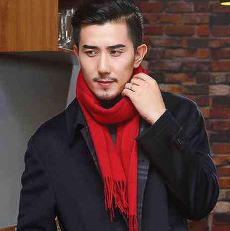 红色围巾搭配好看及其他颜色的围巾搭配技巧