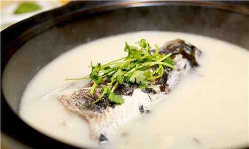 鲫鱼豆腐汤做法 鲫鱼豆腐汤的做法 怎么炖鲫鱼汤有营养