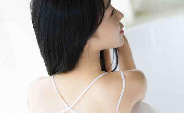 头发稀少怎么变浓密 头发少怎么变多 让发量浓密的秘诀
