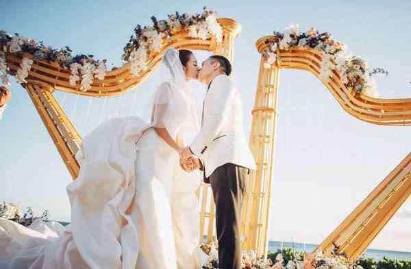 安以轩老公 安以轩在婚礼上含泪告白老公 两人走到现在不容易