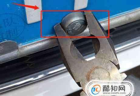 防盗螺丝 如何使用工具卸下车牌的防盗螺丝