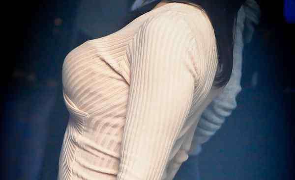 女性的胸部 男人认为女人的胸多大最美 女人最美胸部的标准是什么
