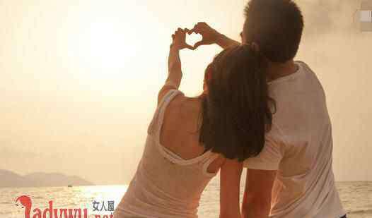 一个男人爱你的8种表现 真正爱你的男人分手后的表现 他有这几种迹象说明还爱你