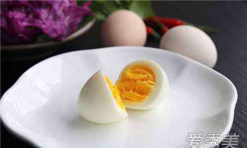 蛋黄和蛋白哪个营养价值高 蛋白和蛋黄哪个更有营养 减肥吃蛋白还是蛋黄