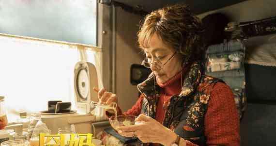 演员黄梅莹 徐峥电影《囧妈》曝演员黄梅莹出演趣事 徐峥谈拍囧妈曝光选角故事