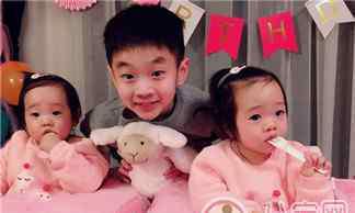杨威双胞胎女儿 杨威双胞胎女儿抓周选了什么 杨威双胞胎女儿周岁生日萌照有哪些